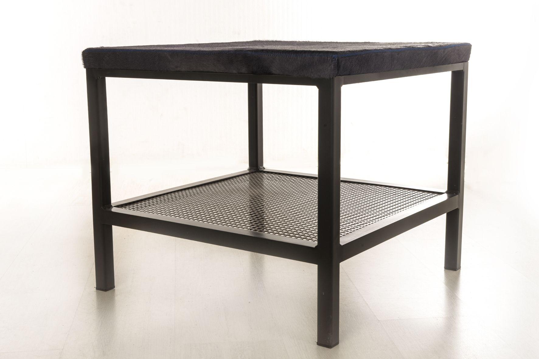 Table Basse Industrielle Avec Plateau En Peau De Vache Design Coffee Table Table Basse Table Basse Industrielle Design
