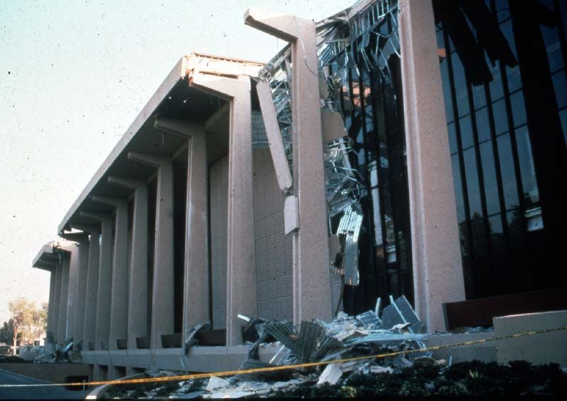 The 6 7 Magnitude Northridge Earthquake In January 1994 Damaged