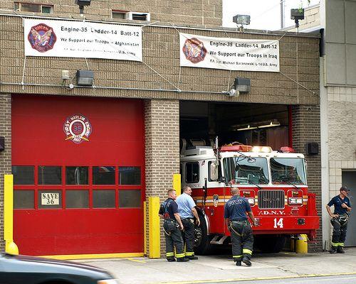 E035 Fdny Firehouse Engine 35 Ladder 14 Battalion 12 East Harlem New York City Fdny Firehouse Fire Trucks Fdny