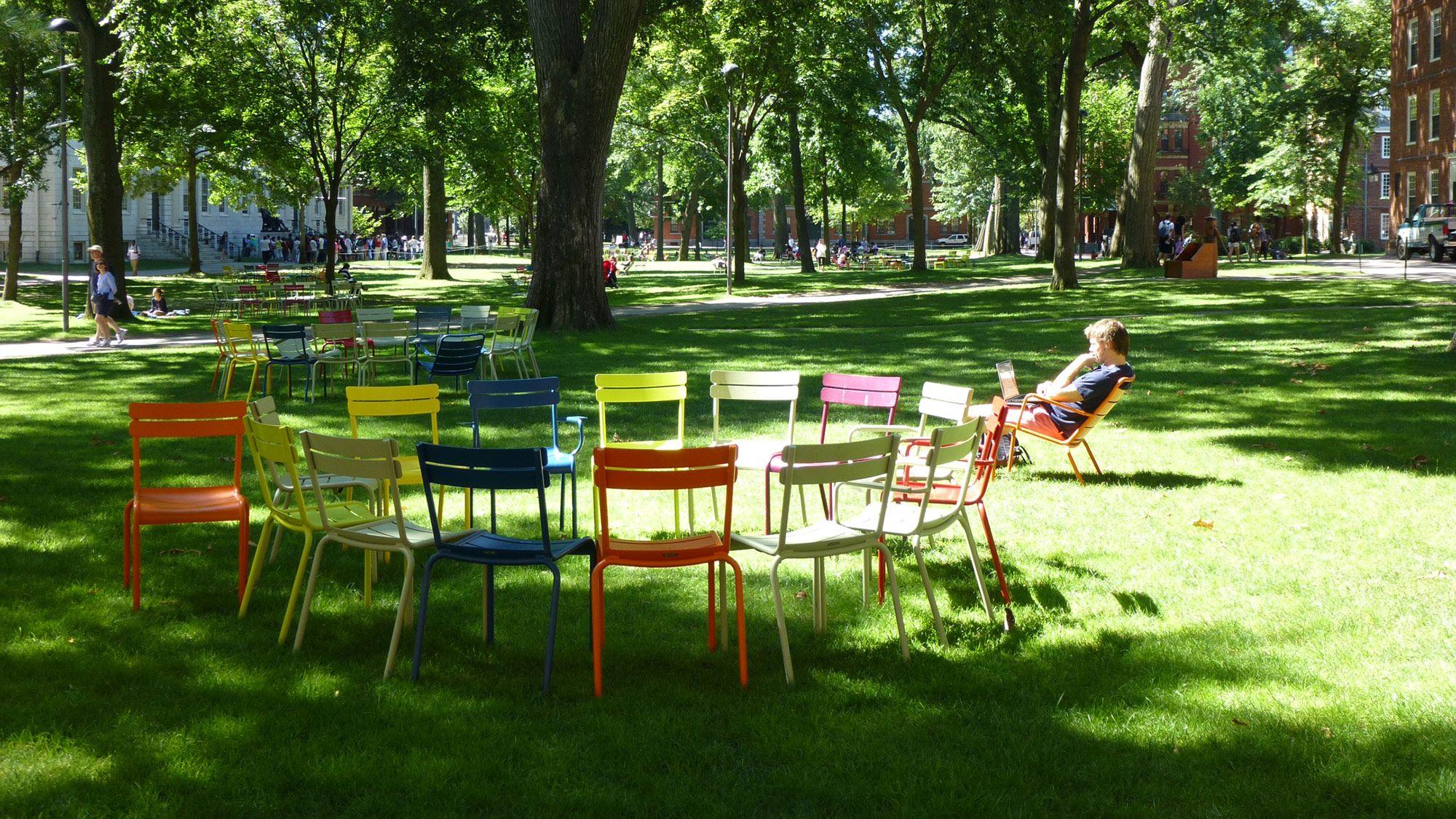 universit harvard campus cambridge usa mobilier luxembourg fermob fermob dans le. Black Bedroom Furniture Sets. Home Design Ideas