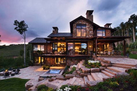 Contemporary mountain retreat in Colorado infused with warmth #dreamhouses