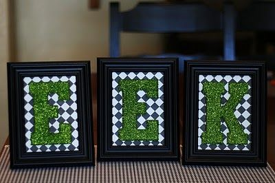 Picture frame word - BOO