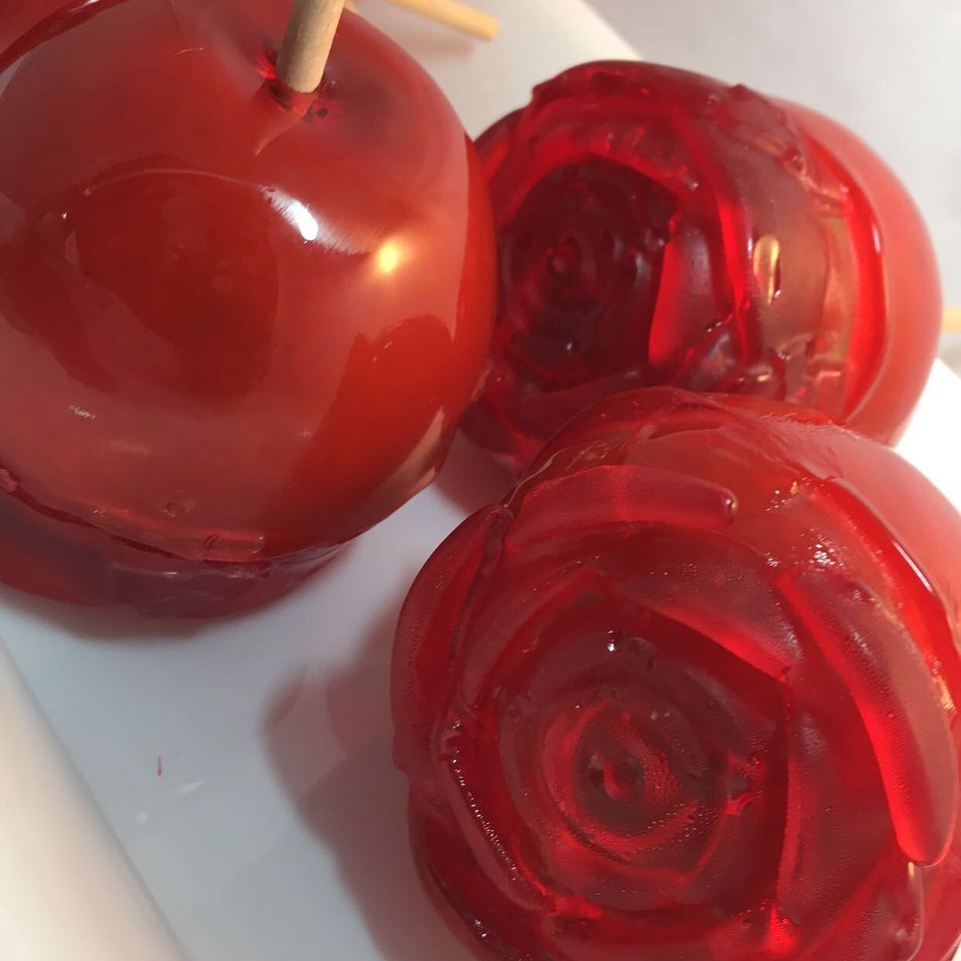 53 Likes 2 Comments Sylvia Goodes Goodescreations On Instagram Rose Bottom Candy Apples Goodescreatio Candy Apples Chocolate Caramels Chocolate Dipped