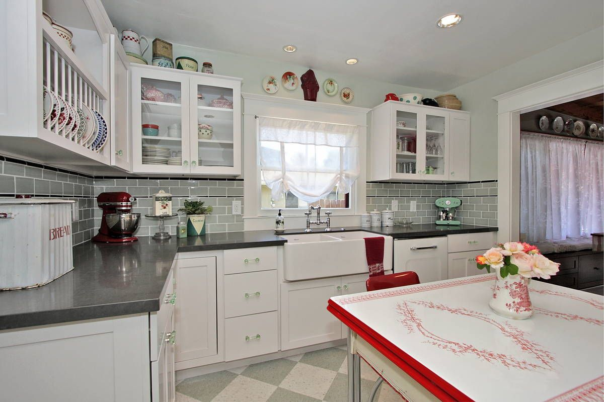 Good home construction 39 s renovation blog a new vintage for Vintage modern kitchen ideas