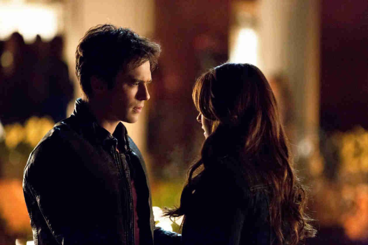 5 Ways Damon And Elena Can Fix Their Relationship On The Vampire Diaries Http Sulia Com Channel Vampire Diaries F 54457b03 C Vampiros Tvd Cronicas Vampiricas