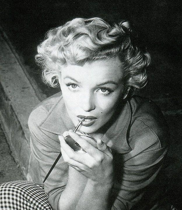 How to do make up like Monroe Marilyn monroe makeup