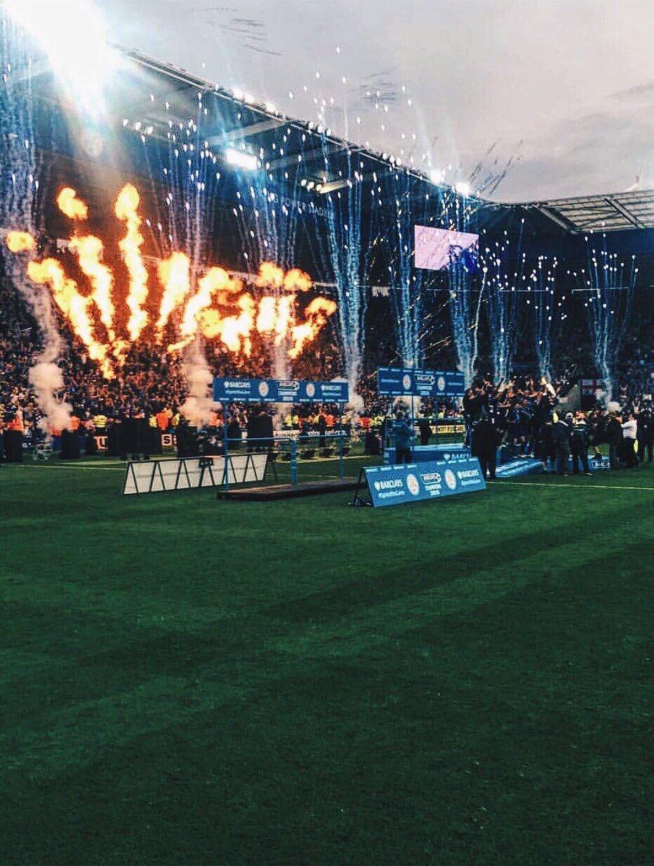 Leicester a fêté comme il se devait son titre de champion. Six jours après avoir été couronnés, les Foxes ont dominé Everton (3-1) samedi pour le compte de la 37e journée de Premier League. Pour leurs retrouvailles avec leur public, les joueurs de Claudio Ranieri ont brillé, Jamie Vardy en tête.  Marhez / Ranieri / Vardy /