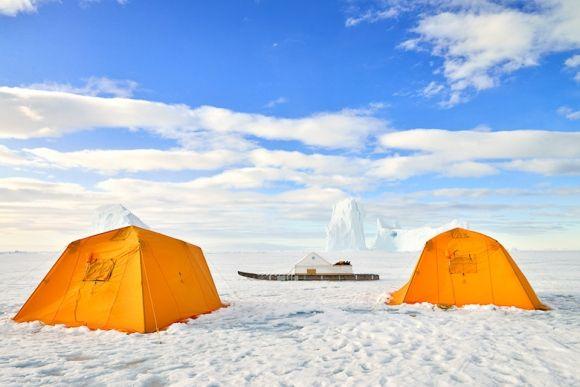 Safari in the Polar Desert by Classe Touriste
