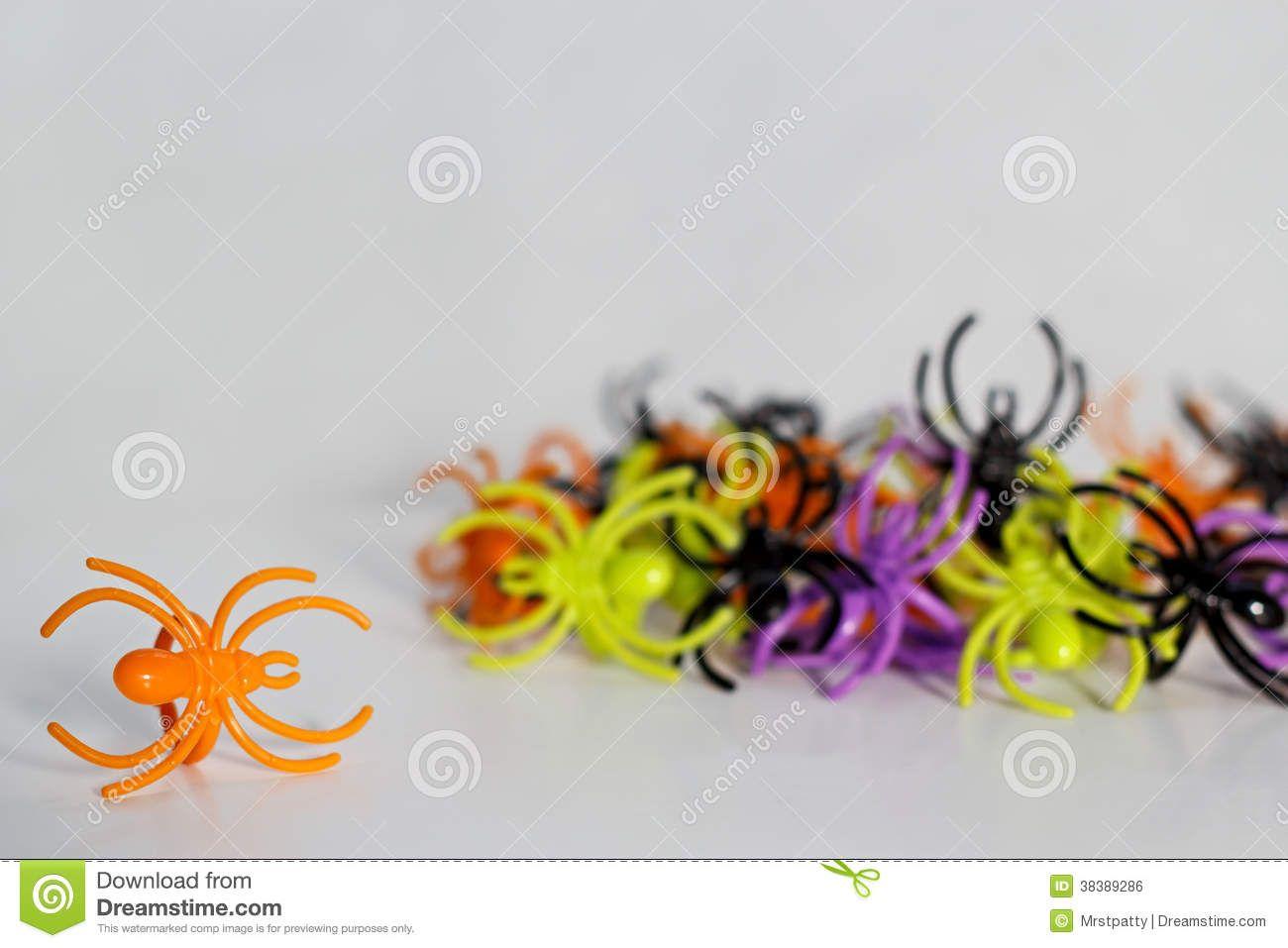 anti insecte 1 tasse vinaigre, 1 cc huile, 1 tasse poivre et 1cc produit vaisselle. vaporiser et le faire régulièrement.