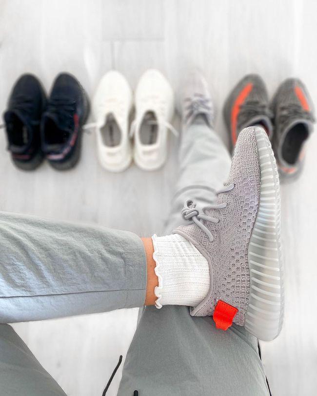 Yeezy Boost 350 V2 Tail Light | Kanye west, Basket adidas homme, Yeezy