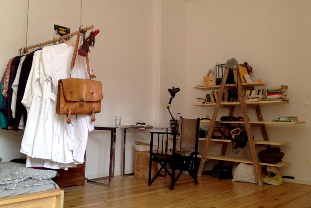 DIY-Ideen Leiter mit langen Holzdielen als Regalbretter und - wandregal für küche