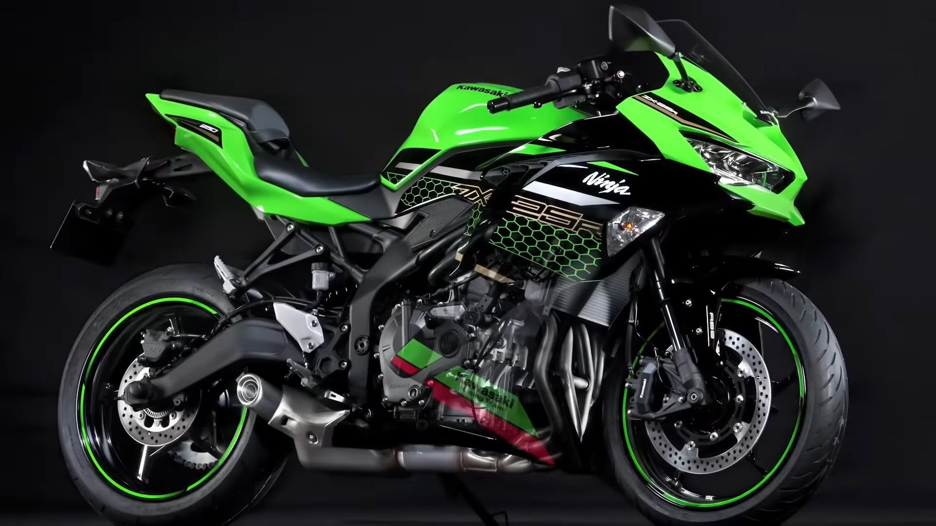 Kawasaki S Baby Ninja Zx 25r Is Quite The Screamer At 17 000 Rpm