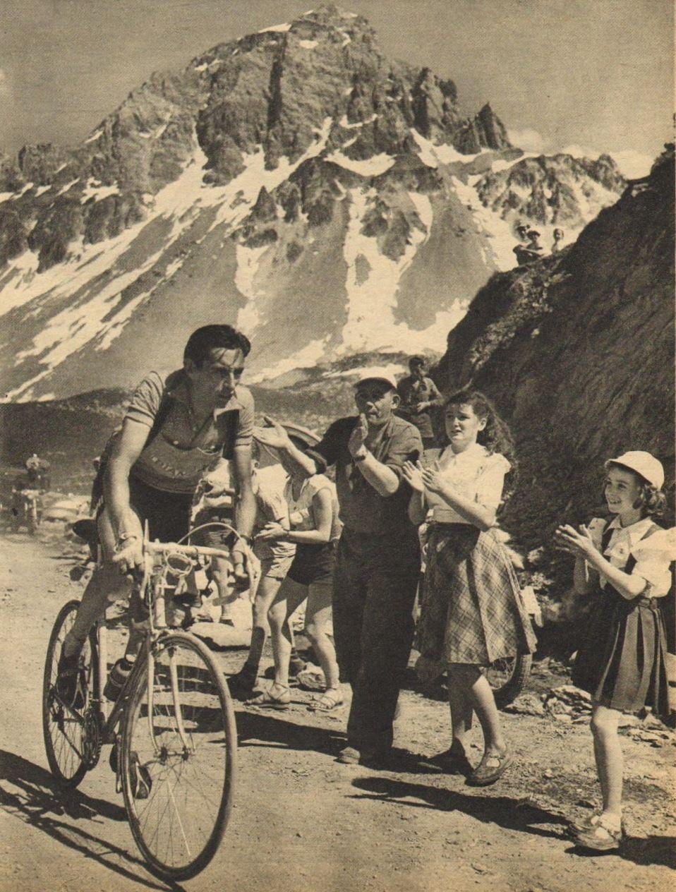 Tour de France 1952. 11^Tappa, 6 luglio. Le Bourg d'Oisans > Sestrières. Col du Galibier. Fausto Coppi (1919-1960) [Le Miroir des Sports. L'Histoire du Tour '52]