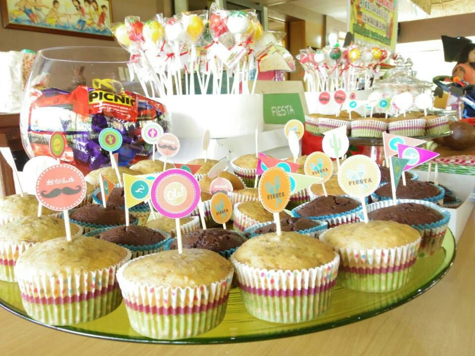 Sweet cupcakes and cake pops