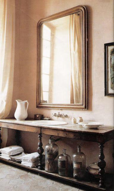 inspiraatiokuvani! tätä sit kartanossa! ihana tunnelma, ranskalainen ruusunen, pieni myrkynkeittäjänoita...kiva peili, aito pöytä sorvaukset, pullot, löperö verho...French country in Chateau de Gignac | Belle magazine