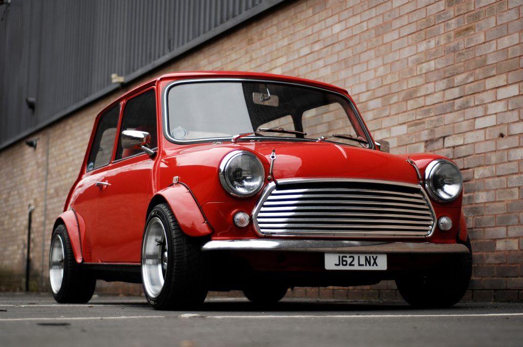 'bulldog stance' Mini cooper classic, Red mini cooper