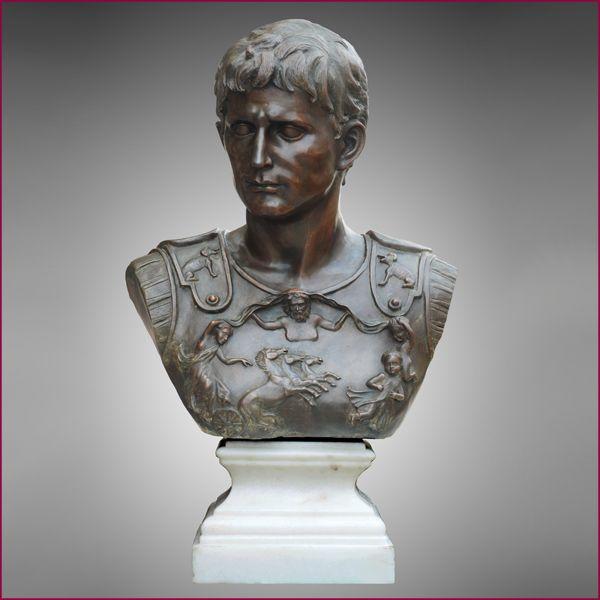 Escultura busto tallada en bronce. Textura:lisa Acabado:opaco. Color:negro