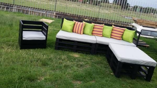 Garden Furniture Out Of Crates what's more creative than patio furniture made out of pallets