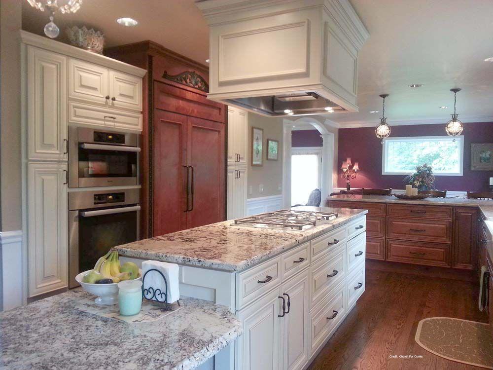 Las Vegas Creme Cabinets | Small kitchen design layout ...
