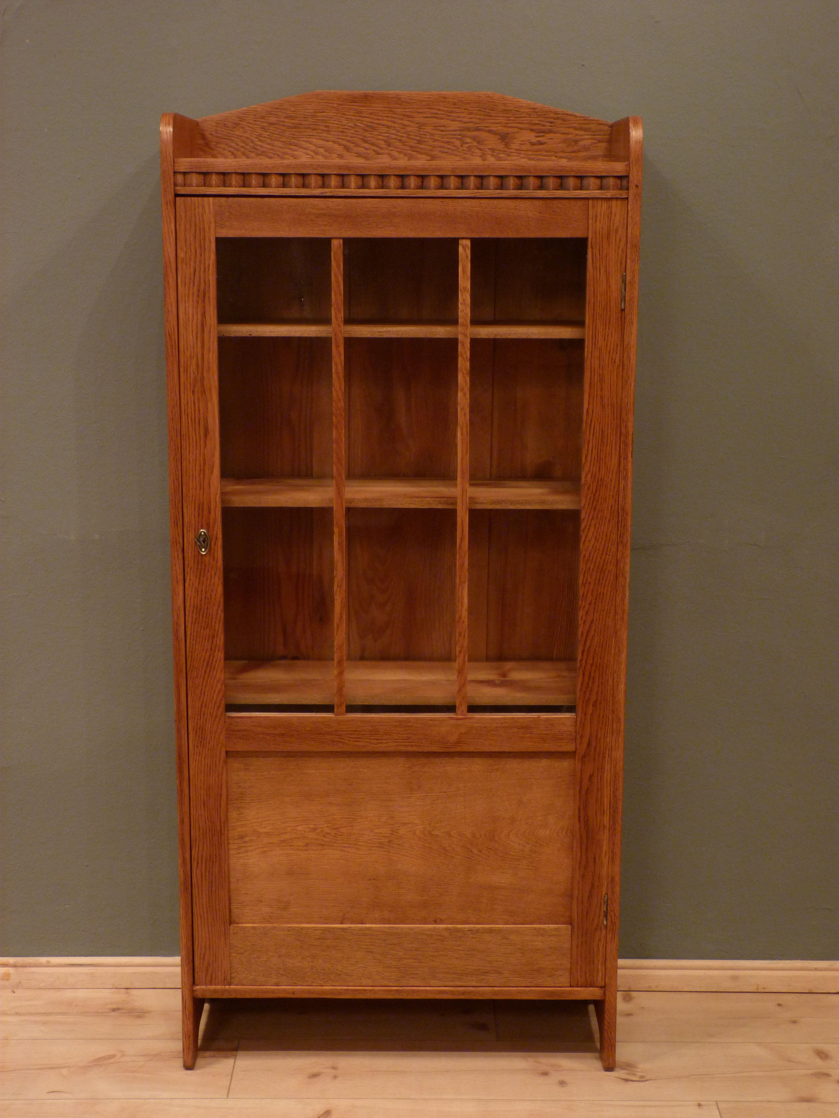 schlichter jugendstil b cher oder geschirrschrank eiche um 1920 antike m bel antique. Black Bedroom Furniture Sets. Home Design Ideas
