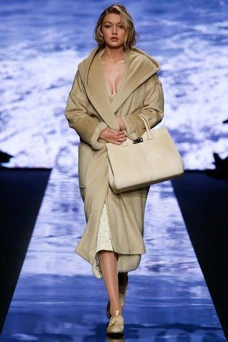 See the complete Max Mara Fall 2015 Ready-to-Wear collection.