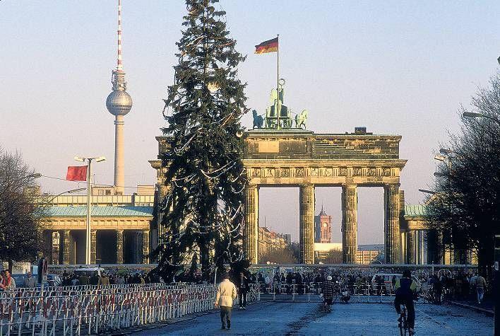 Als Berlin Zum Fest Die Getrennten Familien Zusammenfuhrte Weihnachten In Berlin Berlin Familie Ist