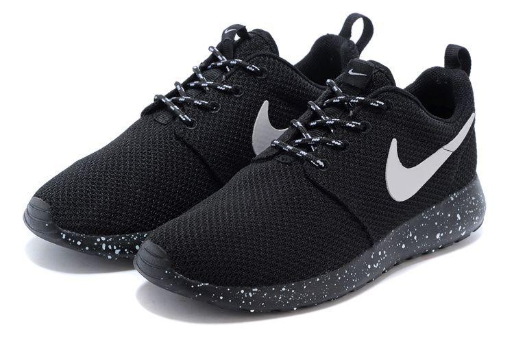 choix de sortie Nike Chaussures Roshe Course Paire Blanche vente de faux 8S9WKr0qm