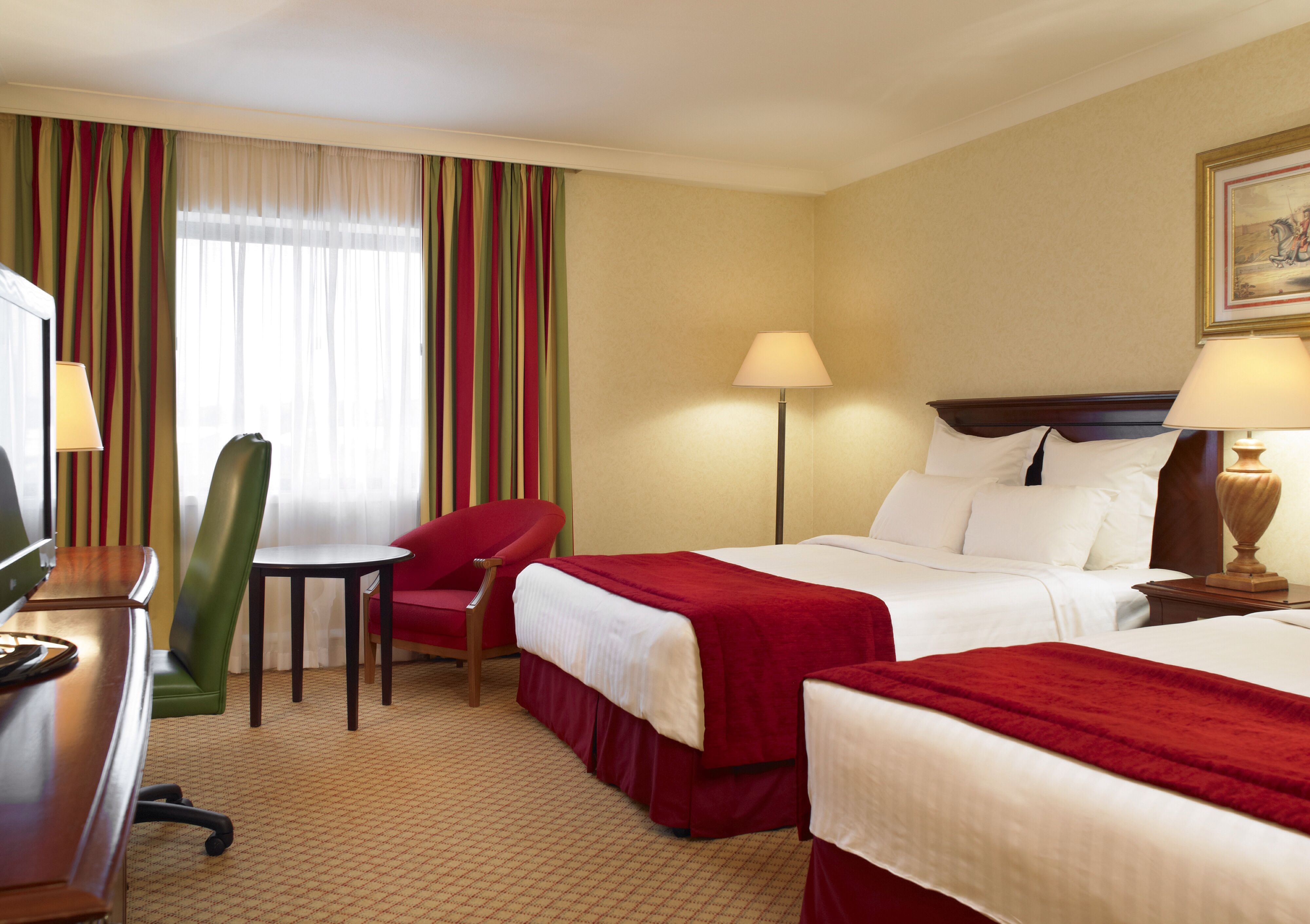The Newcastle Gateshead Marriott Hotel Metrocentre Large Family Room With 2 Double Beds
