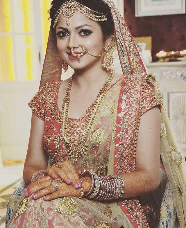 Queen Drashit looks stunning on wedding dress Indian