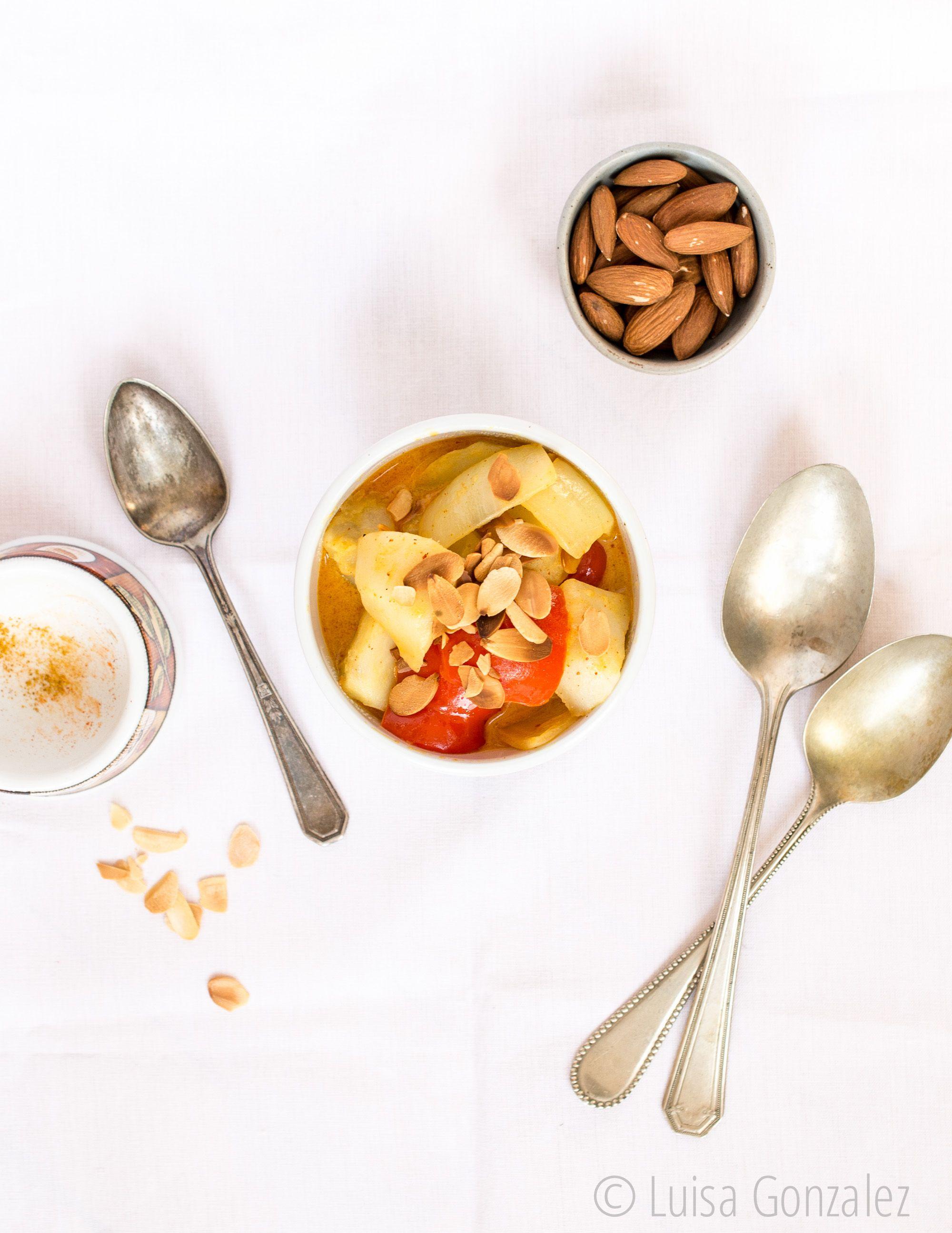 Curry de papas y almendras