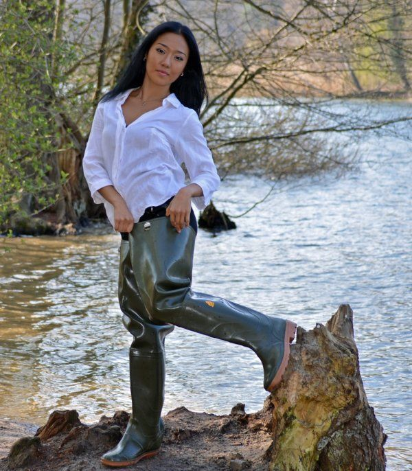 sexy-girls-in-waders