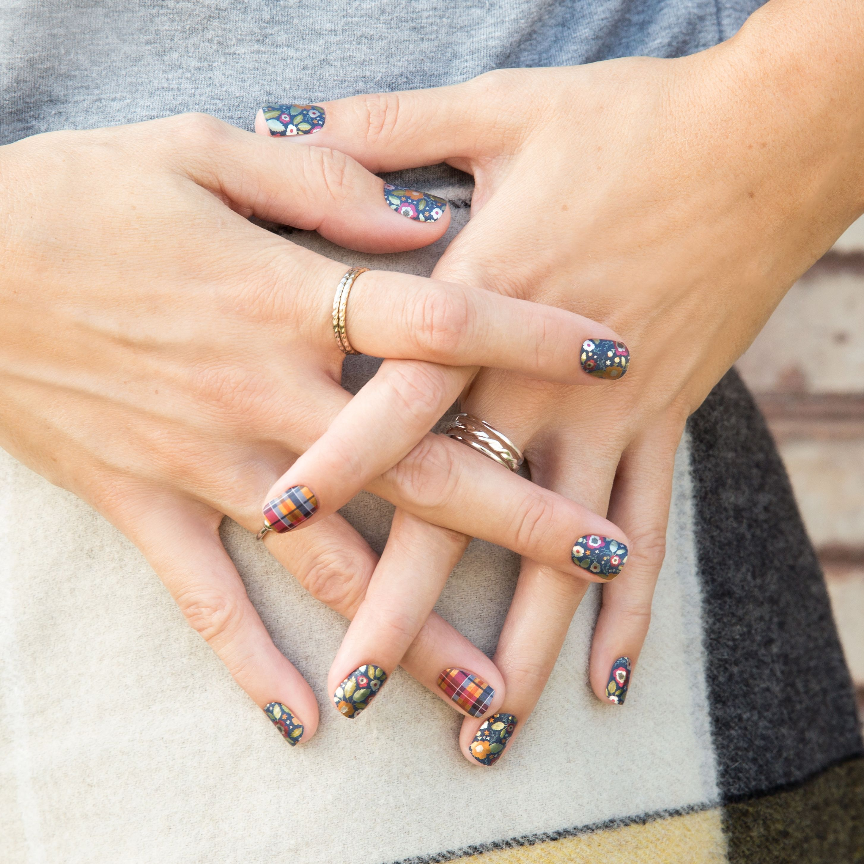 Brisk Amber autumn fall nails. Love the leaves and plaid! | Fall ...