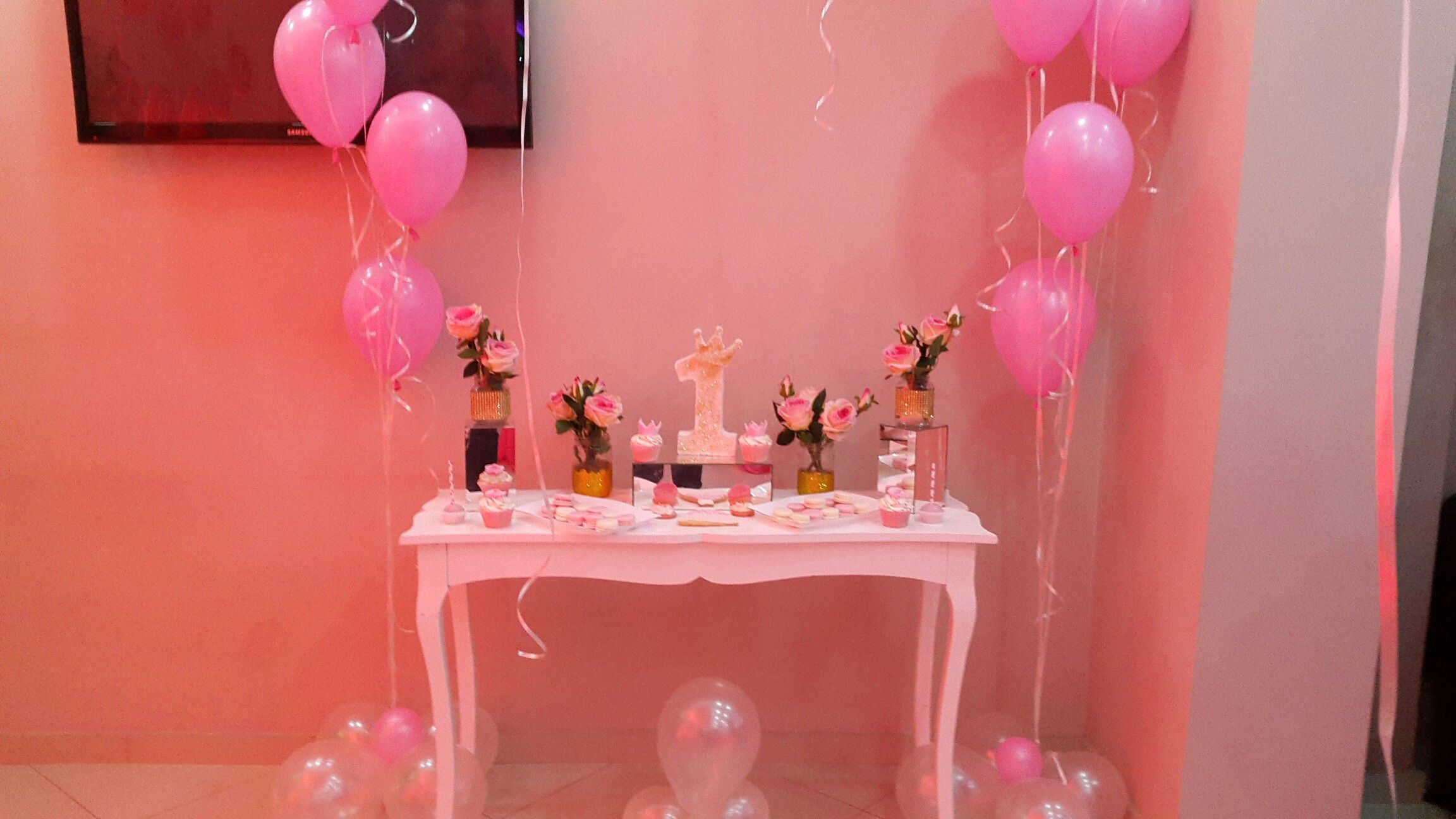 Wedding stage decoration with balloons  Pin by Sara Elbasan on wedding ideas  Pinterest  Weddings