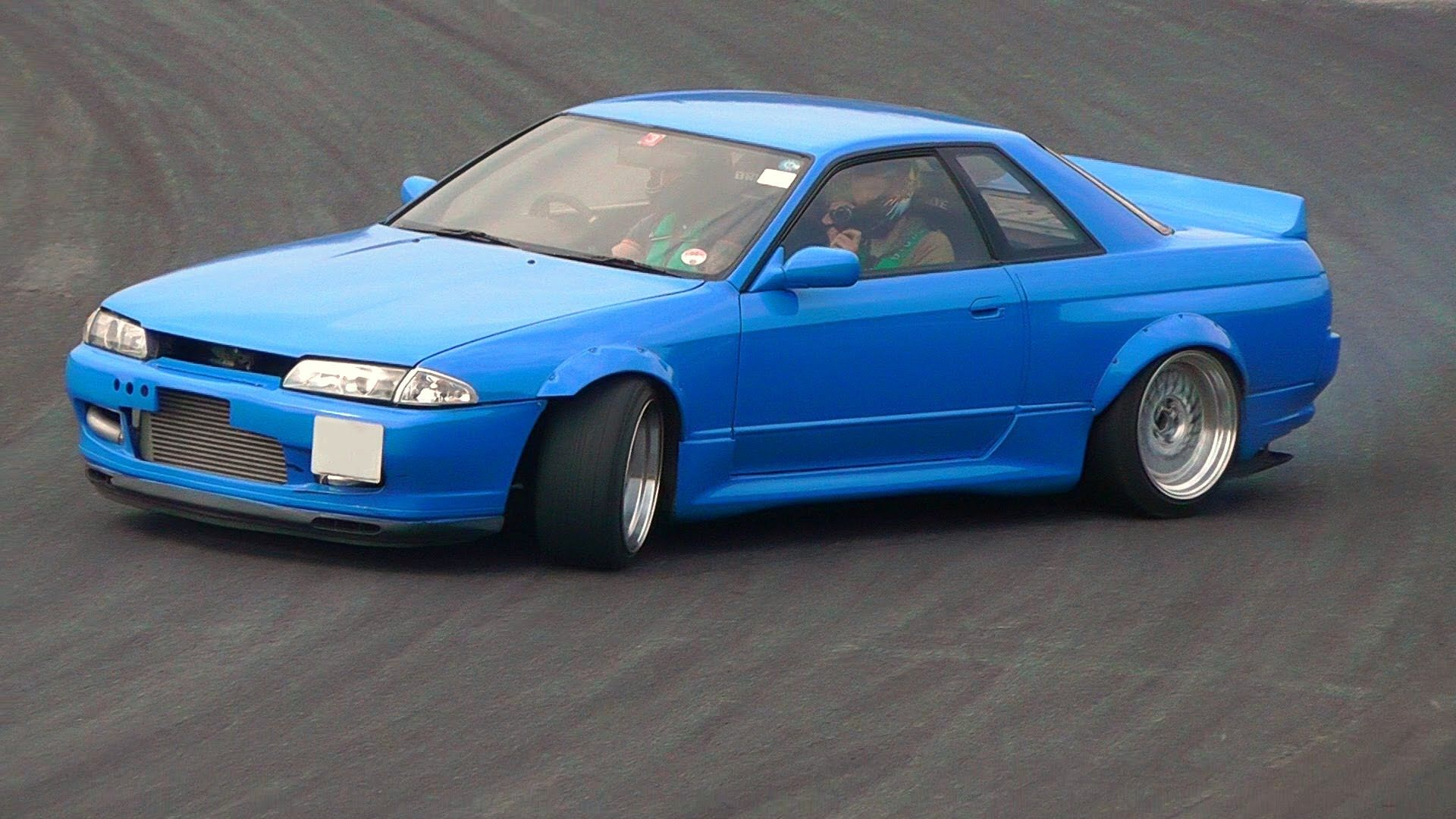 A Clean Blue R32 Skyline With A Rocket Bunny Wing Properly Stanced Drifting Nissan Gtr R32 Nissan Skyline Street Racing Cars