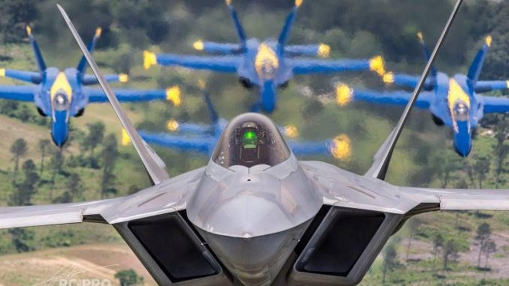F 22 Raptor Flying With The Blue Angels F22 Raptor Aviones
