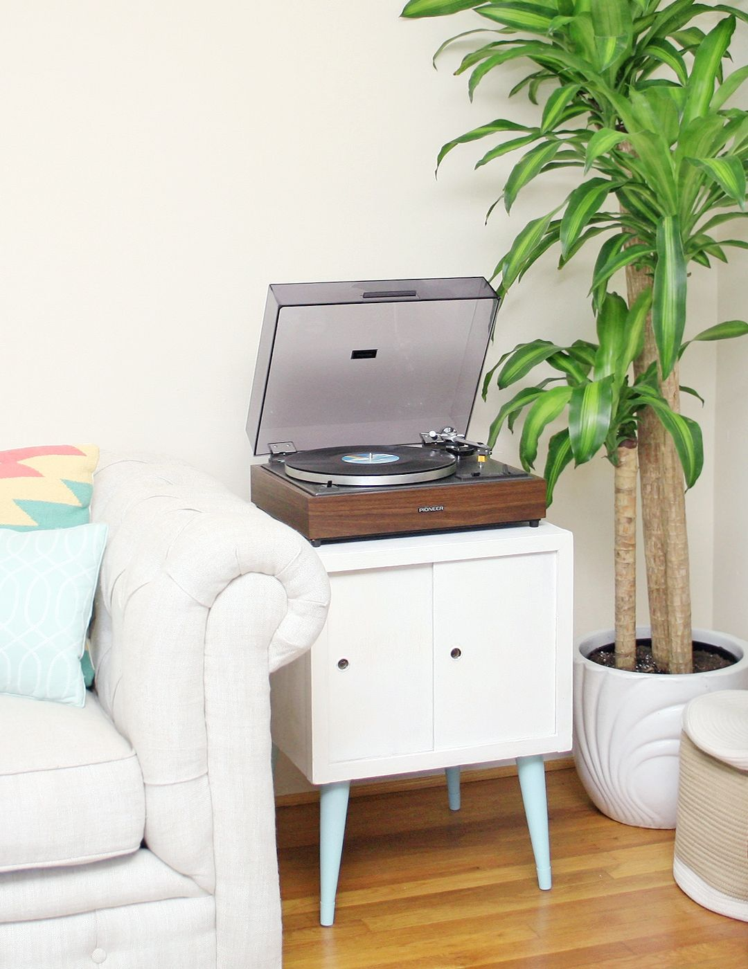 Diy Record Player Stand Makeover With Images Record Player