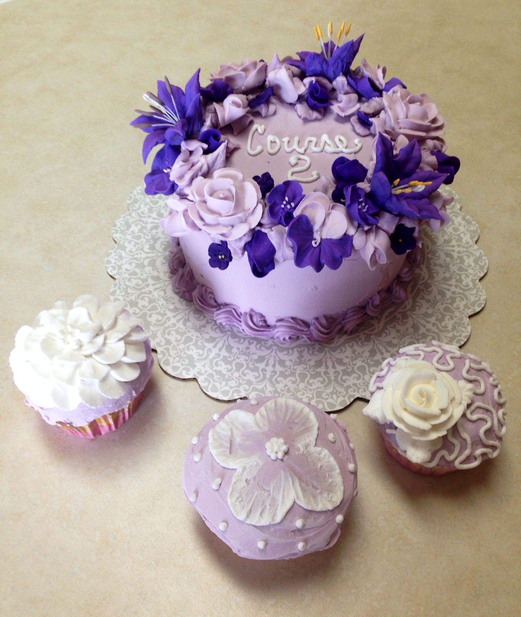 Wilton course 2 to dumpy cake by MB | Cake decorating ...