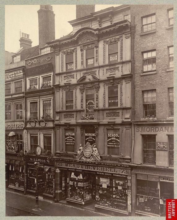 Dans les rues de londres en 1880 boite verte londres et for Architecture victorienne a londres