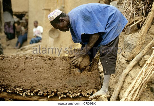 Mali, Dogon Country, Bandiagara Cliff UNESCO World Heritage, Yendouma, building of a millet granary in rammed clay - Stock Image