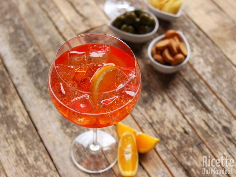 Spritz Ricetta Con Acqua Frizzante.Spritz L Aperitivo Italiano Piu Famoso Al Mondo Gusto Fresco E Leggero Ricetta Aperitivo Ricette Alimenti Naturali