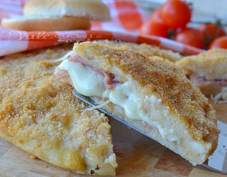 Pizza di pane con prosciutto e formaggio ricetta facile