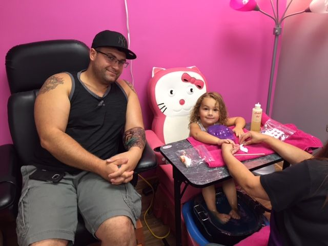 Daddy daughter pedicures for something fun to do for dads and daughter time together! A Hair for Kids Salon LLC New Berlin, WI