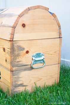 DIY Treasure Chest Toy Box #bigtoybox