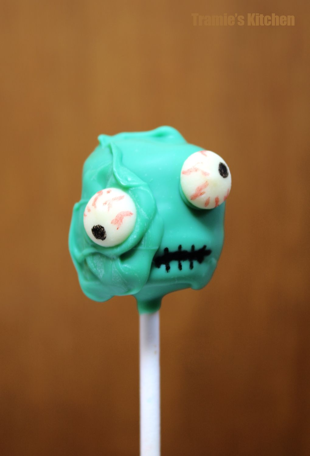 tramie's kitchen: zombie cake pops (this is usually how my regular