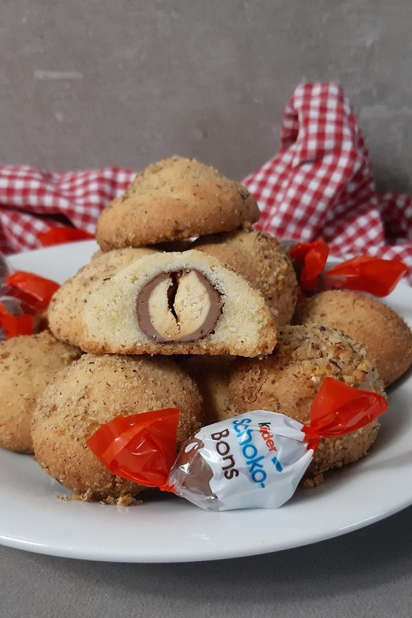 Kinder Schokobons im Plätzchenteig - Backen mit Schokobons #chocolatepops