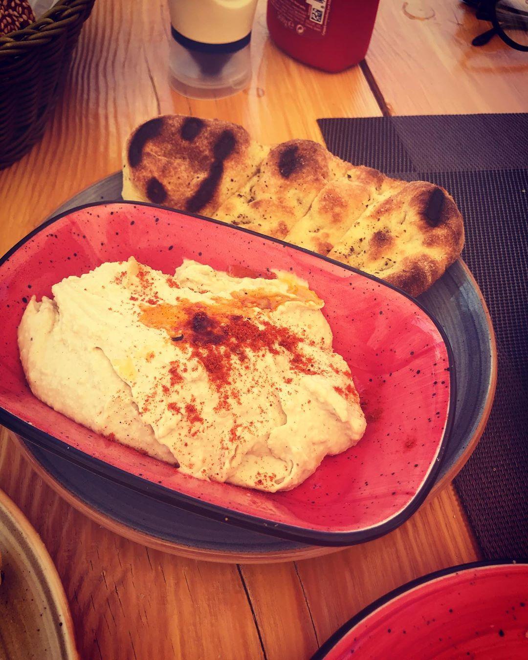 Amazing hummus and pita in Greece 🇬🇷 . . . .  #vegan #veganfood #plantbased #healthy #food #whatvega...