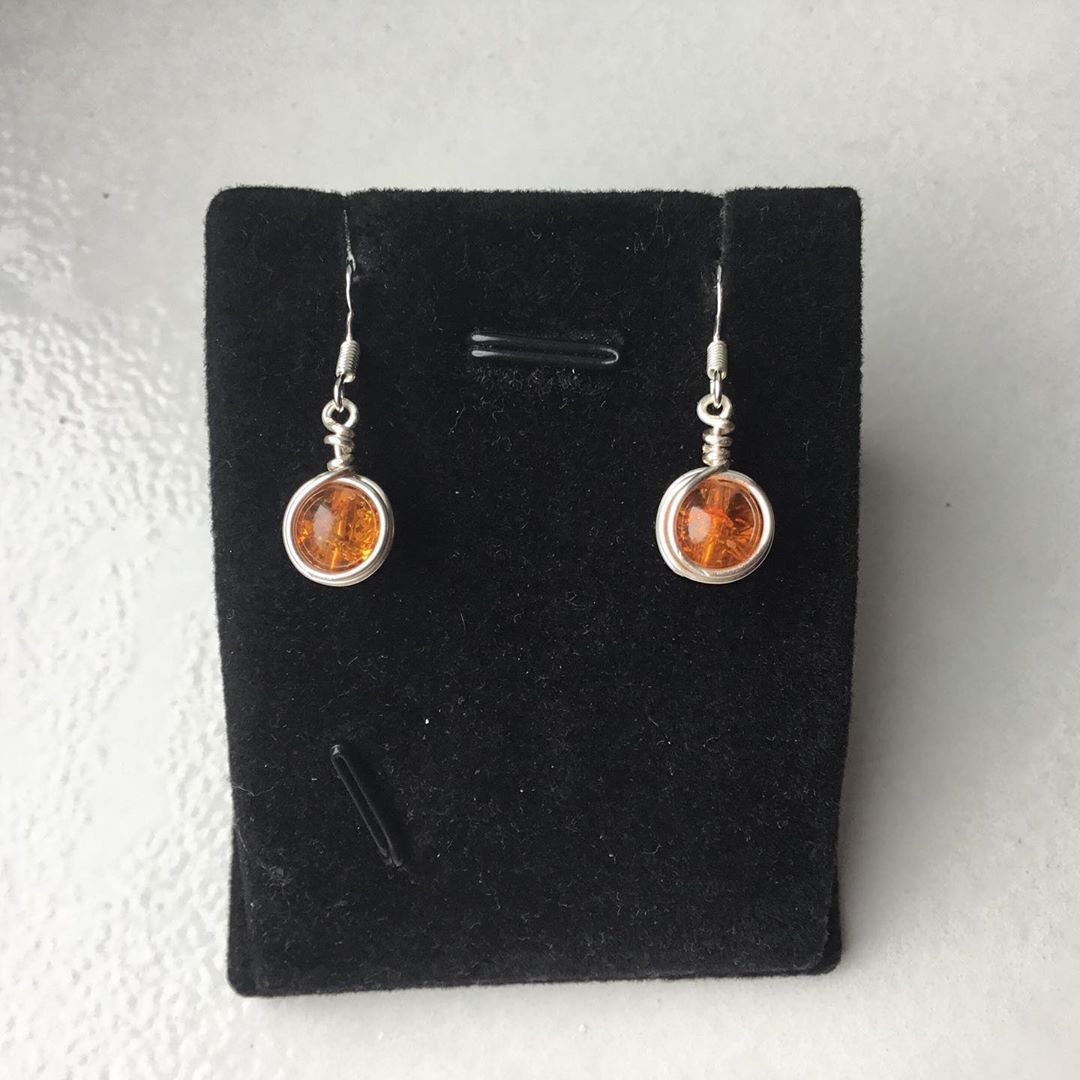 Orange crackled beads earrings £5 #earrings #wirewrapped  #jewellery #silver #accessories  #depopshop #boho #handmade  #handcrafted #wire #weave #instawrap #insta #wirewrappedjewelry #wirewrappedjewellery #giftideas #depop #depopuk #depopseller  #gemstone  #birthdaygift #cool #sweet #instajewellery #wirewrapsofig