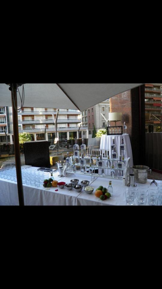 Mas detalles de la terraza y preparación el Evento, mesa para vinos y aparitivo