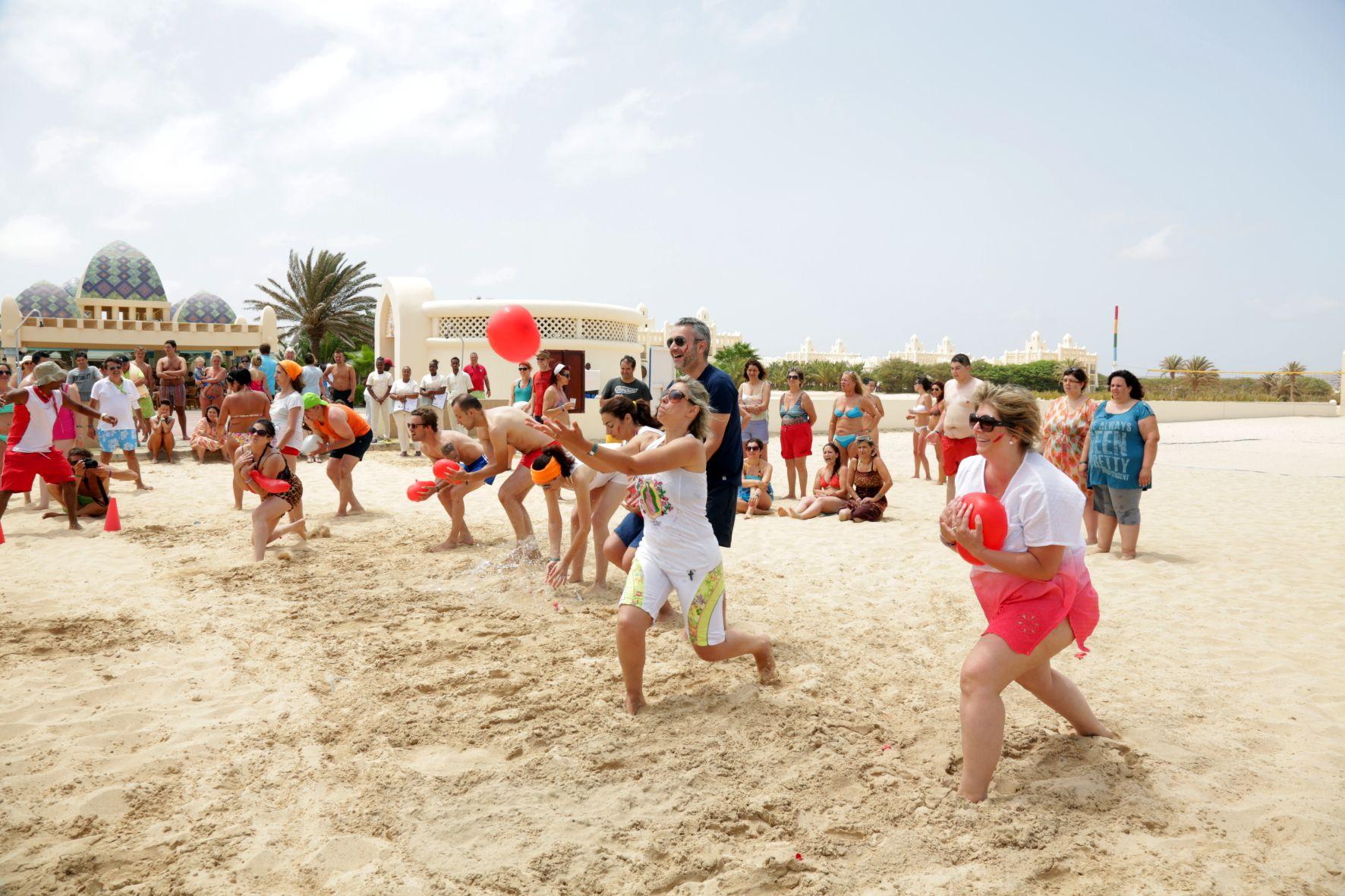 Dia 3: Olímpiadas na praia.  3 grandes eauipas em disputa... ganhou a boa disposição :-)