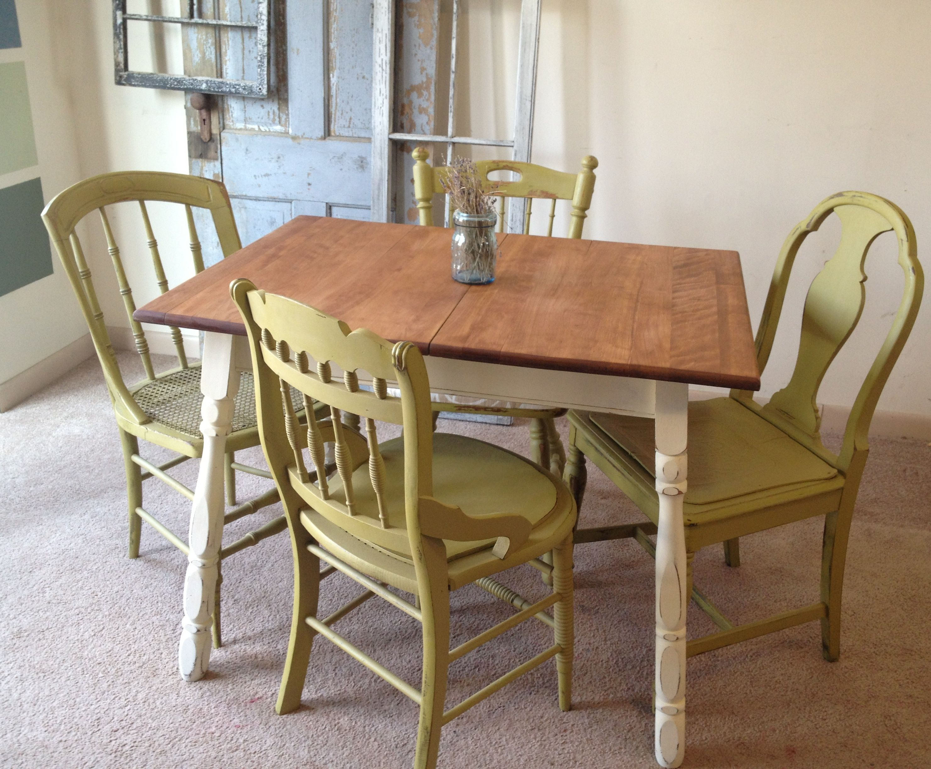 Amazing C1 1024846 Vintage Small Kitchen Table With Four Miss Matched Chairs And Tables